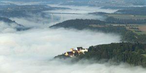 Weitenburg und Autobahnbrücke bei Weitingen (c) Schloss Weitenburg, Starzach, Luftbild: Manfred Grohe