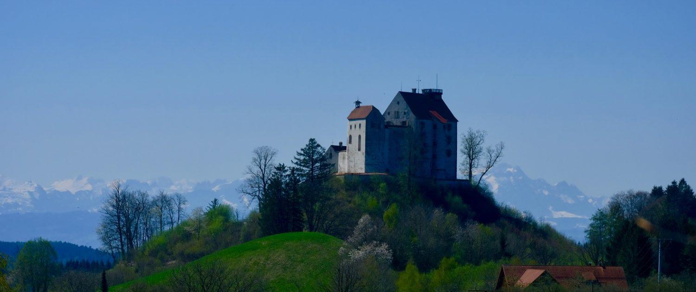 Schloss Waldburg vor den Alpen (c) Silke Monk, Kissleg