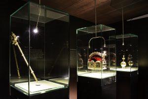 Schatzkammer mit Repliken des Kronschatzes des Heiligen Römischen Reiches (c) Silke Monk, Kissleg