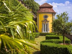 Neues Schloss Meersburg, Gartenterrasse mit Pavillon