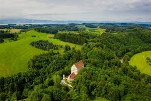 Luftaufnahme von Schloss Achberg